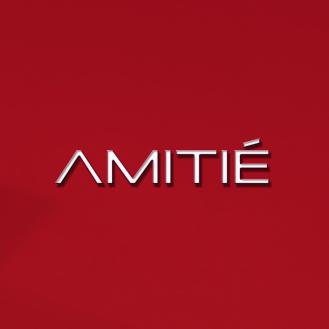 AMITIE POSES